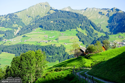 Riding down into Grosser Walsertal on a mixture of dirt roads, paths and trails, occationally rather steep.