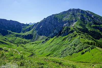 The traversing path to Kuhgehrenspitze from the saddle beneath Kanzelwand. Hammerspitze guarding above.