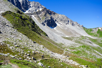 The trail between Hörnli Hütte and Urdenfürggli contains short bikable stretches