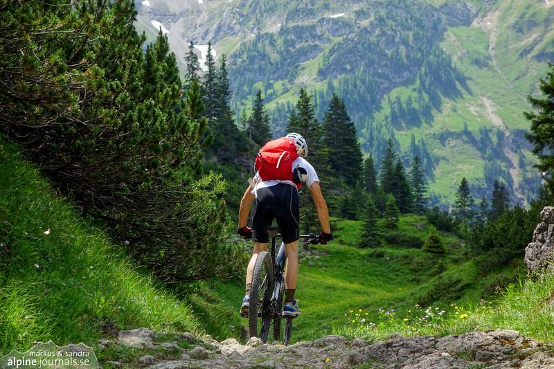 Biking at Schrofenpass.