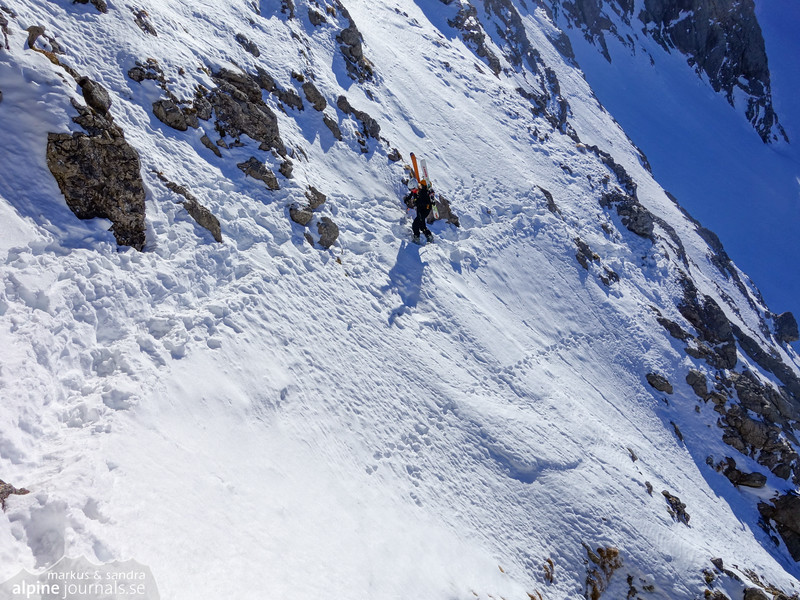 The last exposed section is a traverse above the abyss.