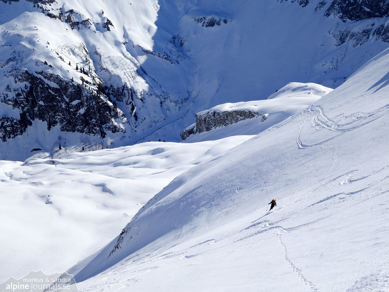 Sandra skiing down the eastern side of Laufbacher Eck.