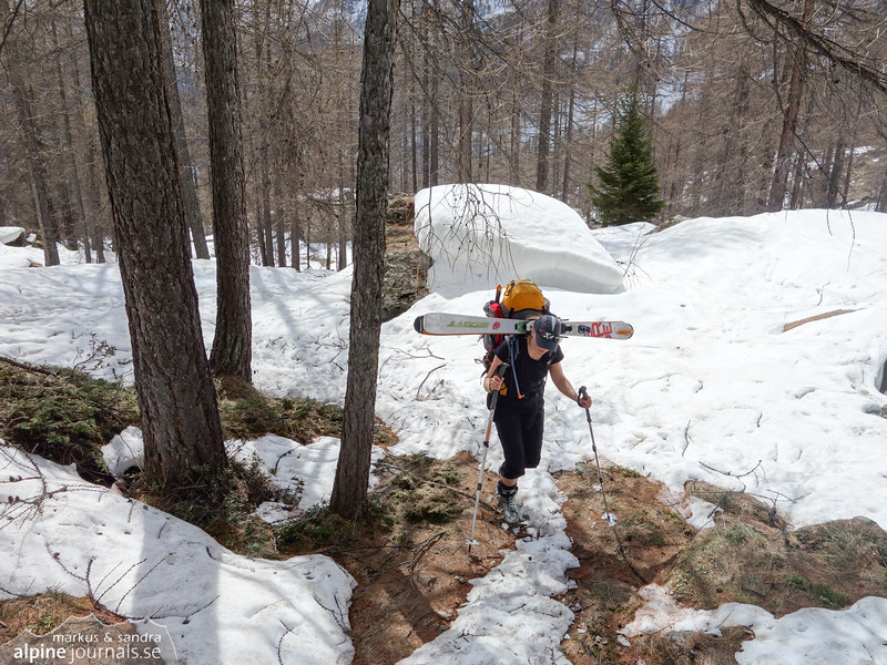 Ascending to the Mezzalama hut from Val d' Ayas, with snow shortage