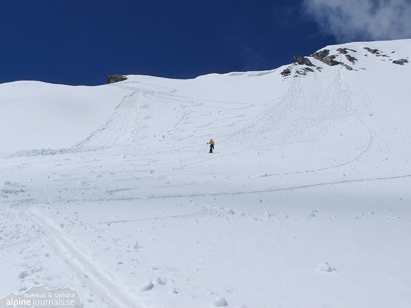The last climb to Schlieferspize seems avalanche prone and it is with great cautin that we proceed.