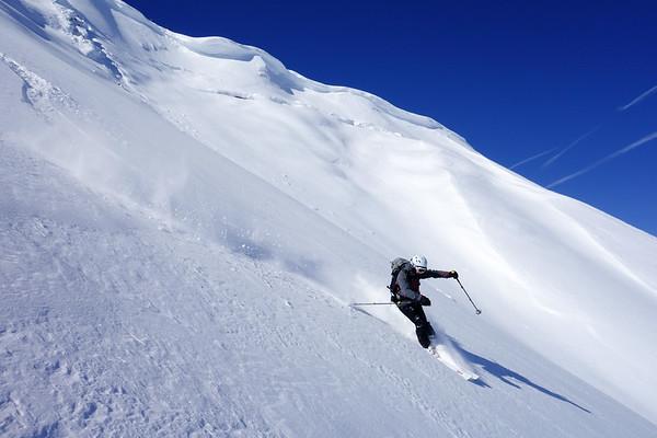 Powder turns from Höferspitze summit