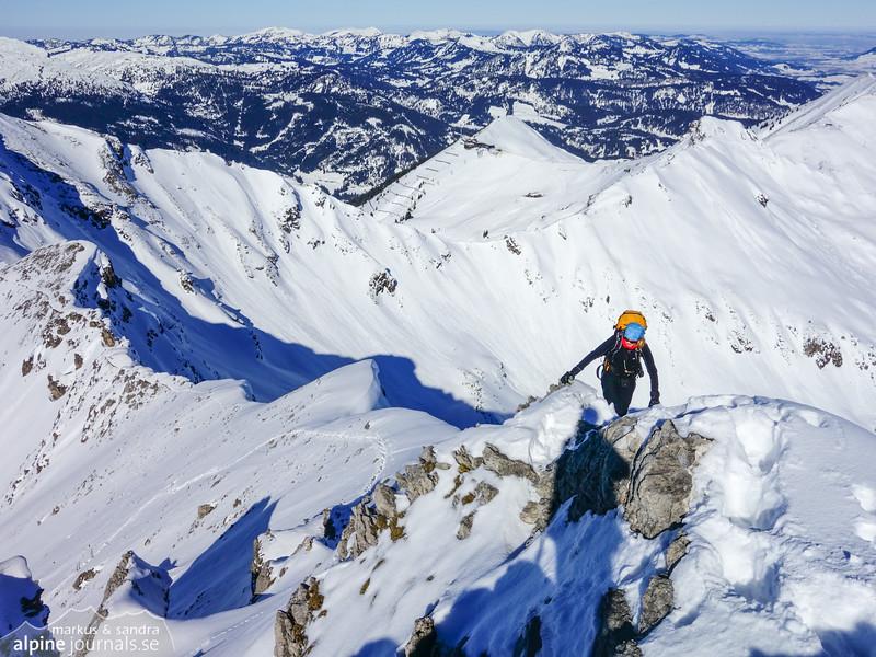 Ascending Hochgehrenspitze, Kanzelwand behind.