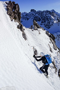 Steep snow! It is also possible to climb/scramble to the left, about equally easy or difficult.