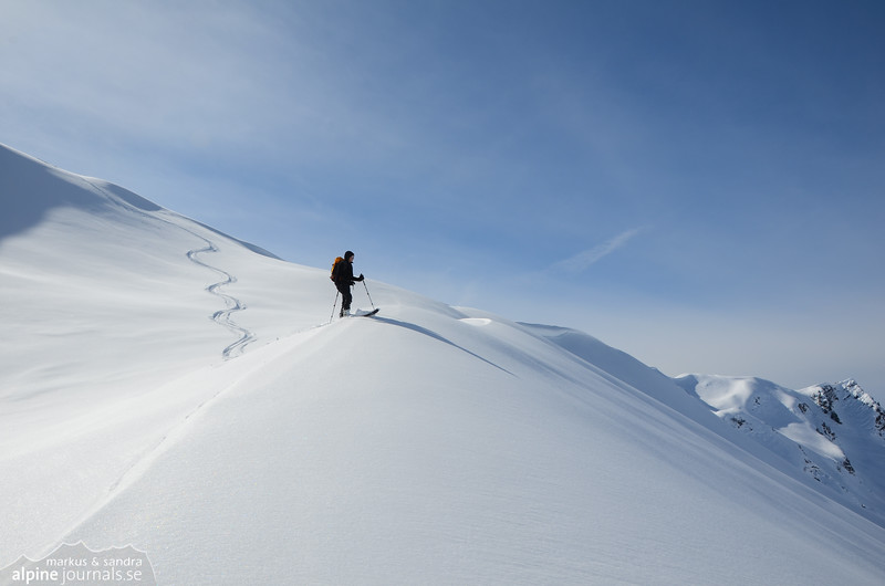 One step from a dream in white. After three summits in one day, the slopes of Kreutzmanndl are still untouched.