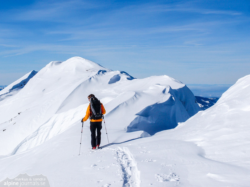 The snow cornice and ravines of Toreck makes navigation somewhat difficult.