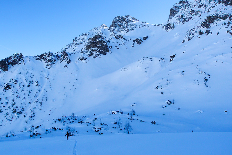 Soon beginning the ascent of Alpgundkopf.