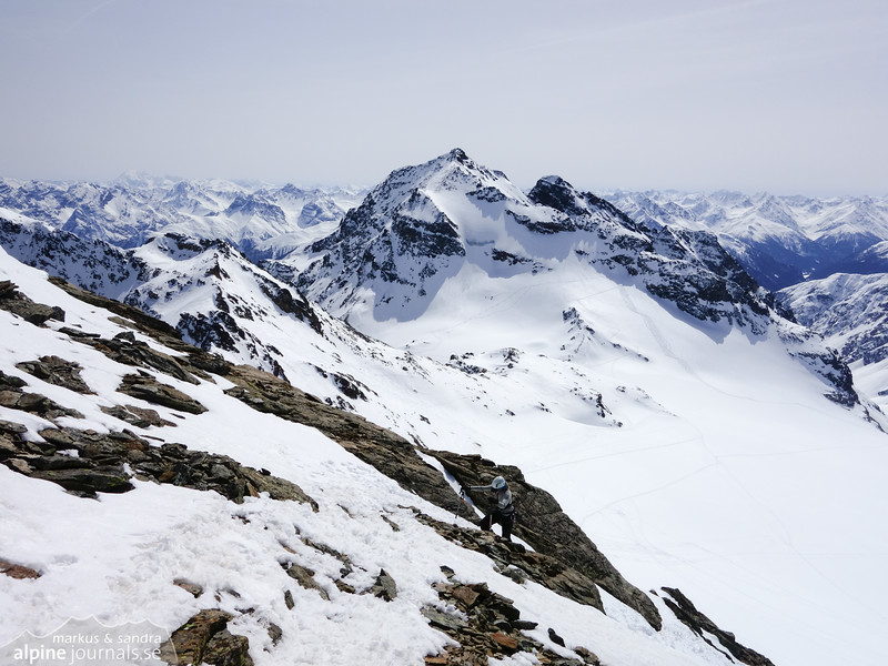 Climbing the ridge to Signalhorn
