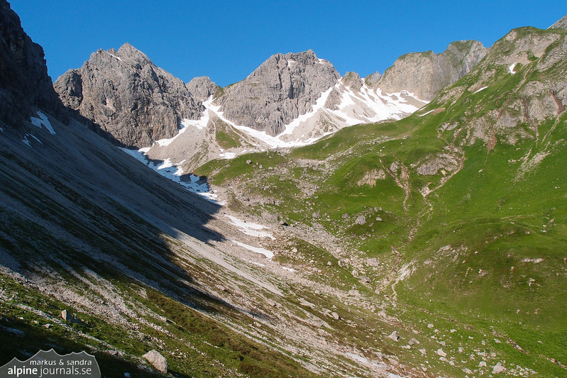 Upper Wildental. The way to Kemptnerscharte goes up to the left.