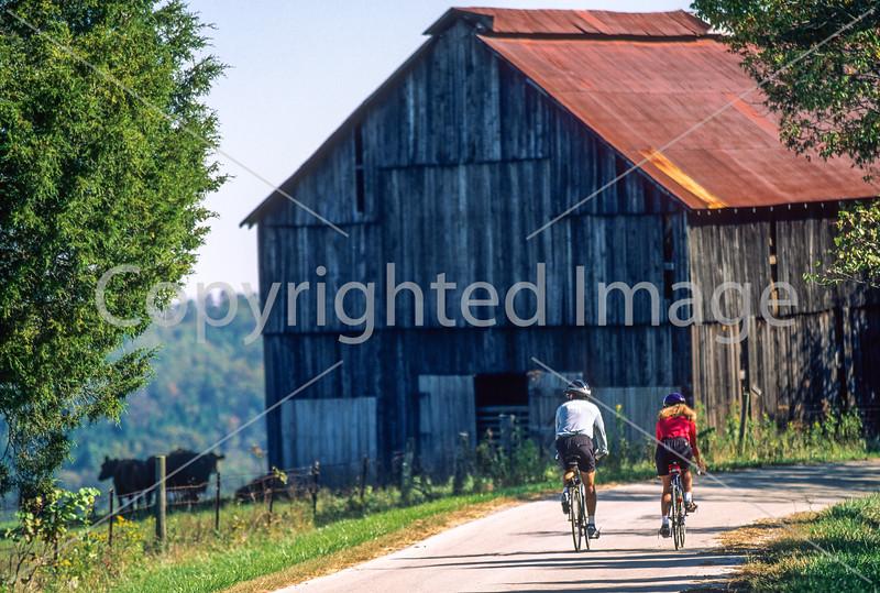 Cyclist(s) near Kentucky River between Lexington & Richmond, KY -- 8 - 72 ppi