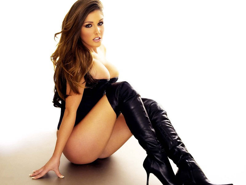 21660-sexy-lucy-pinder-black-7
