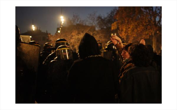 """Paris, 28 Novembre 2020. La Marche des Libertes contre la loi """"securite globale"""" est organisee entre Place de Republique et place de la Bastille pour denoncer la proposition de loi """"securite globale"""", tout particulierement l article 24 interdisant a toute personne de diffuser « l image du visage ou tout autre element d identification d un fonctionnaire de la police » et pour denoncer les violences policieres."""