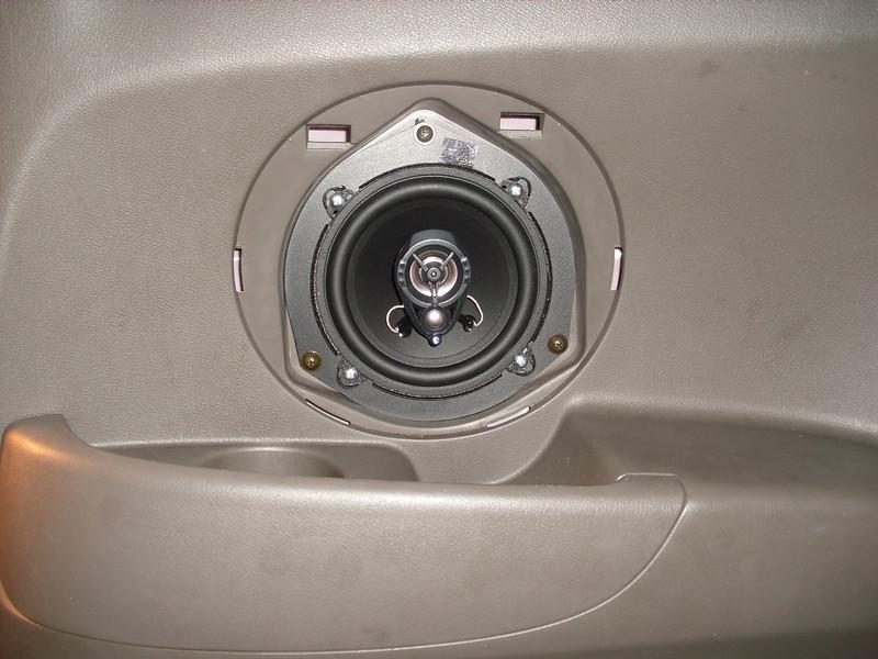 "Aftermarket speaker and speaker adaptor from   <a href=""http://www.car-speaker-adapters.com/items.php?id=SAK056""> Car-Speaker-Adapters.com</a>"