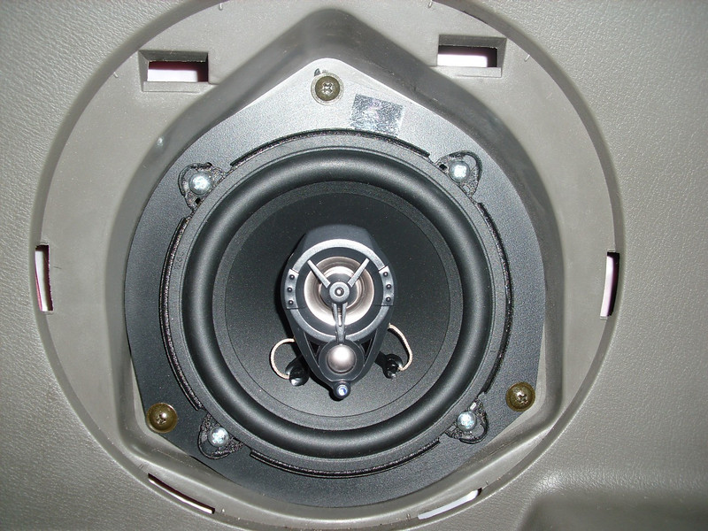 "Aftermarket speaker and speaker adaptor from   <a href=""http://www.car-speaker-adapters.com/items.php?id=SAK056""> Car-Speaker-Adapters.com</a>"