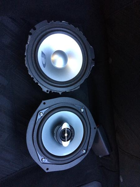 "Comparison: <br> Top: Old aftermarket speaker being replaced <br> Bottom:  Aftermarket speaker mounted to speaker adapter    from  <a href=""http://www.car-speaker-adapters.com/items.php?id=SAK056""> Car-Speaker-Adapters.com</a>"