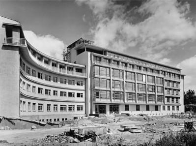 12 Otto Bartning, Frauenklink, Darmstadt, 1952-1954.