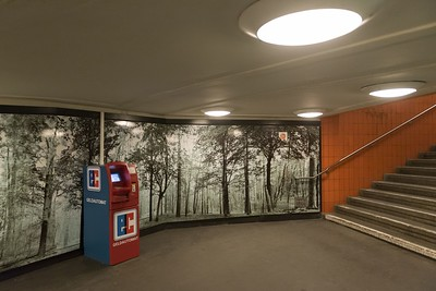 05 Geldautomat im U-Bahnhof Hallesches Tor, Berlin, 2017 | ATM in the subway station Hallesches Tor, Berlin, 2017
