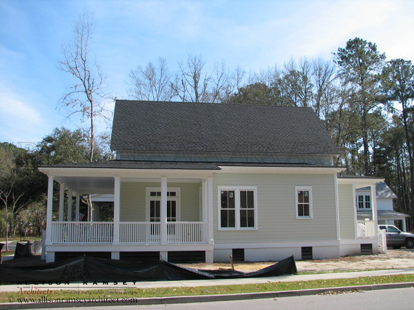 The Fairfax II Plan by Allison Ramsey Architects built at Habersham in Beaufort, South Carolina. This plan is 1699 Heated Square Feet, 3 Bedrooms & 2 1/2 Bathrooms. Job # 083108.