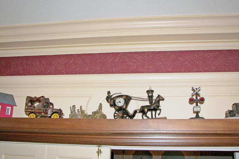 disneyland dream suite 4 second bedroom 1 decor (8)