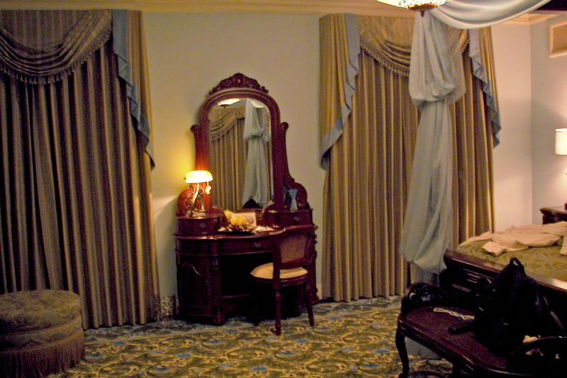 disneyland dream suite 3 master bedroom 1 (2)