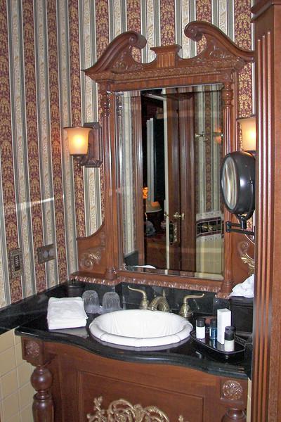 disneyland dream suite 4 second bedroom 4 bathroom (5)