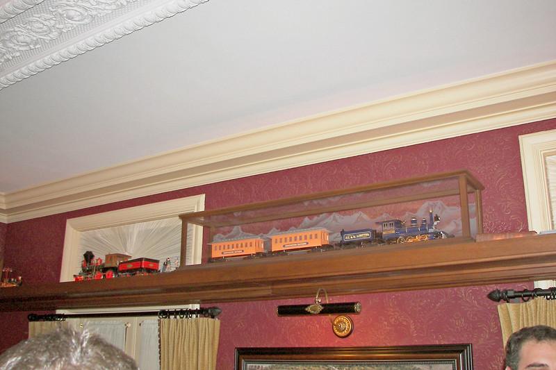 disneyland dream suite 4 second bedroom 1 decor (1)