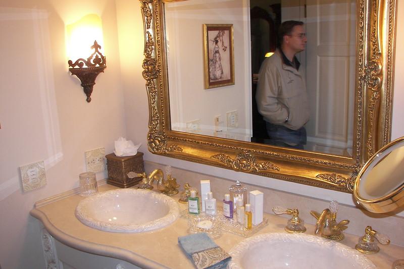 disneyland dream suite 3 master bedroom 5 powder room (3)