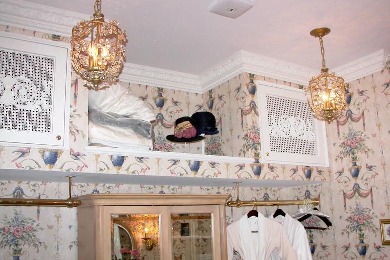 disneyland dream suite 3 master bedroom 5 powder room (1)