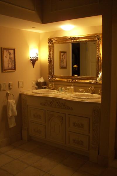 disneyland dream suite 3 master bedroom 4 bath (11)