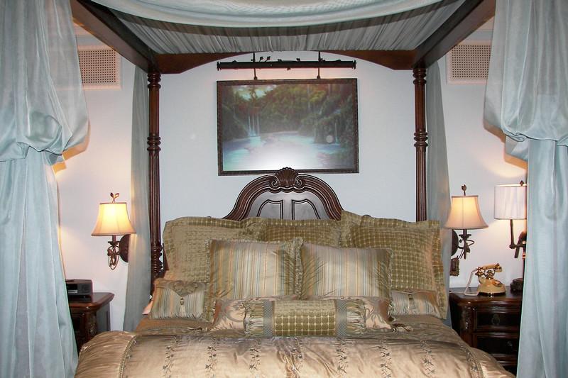 disneyland dream suite 3 master bedroom 1 (3)