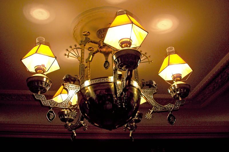 disneyland dream suite 4 second bedroom 2 lighting (3)