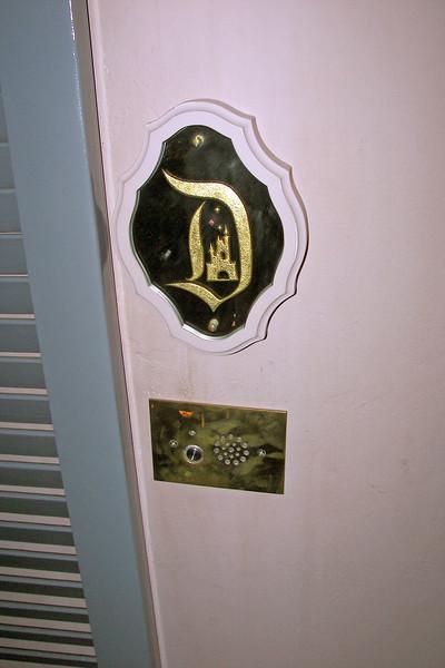 disneyland dream suite 1 outside (11)