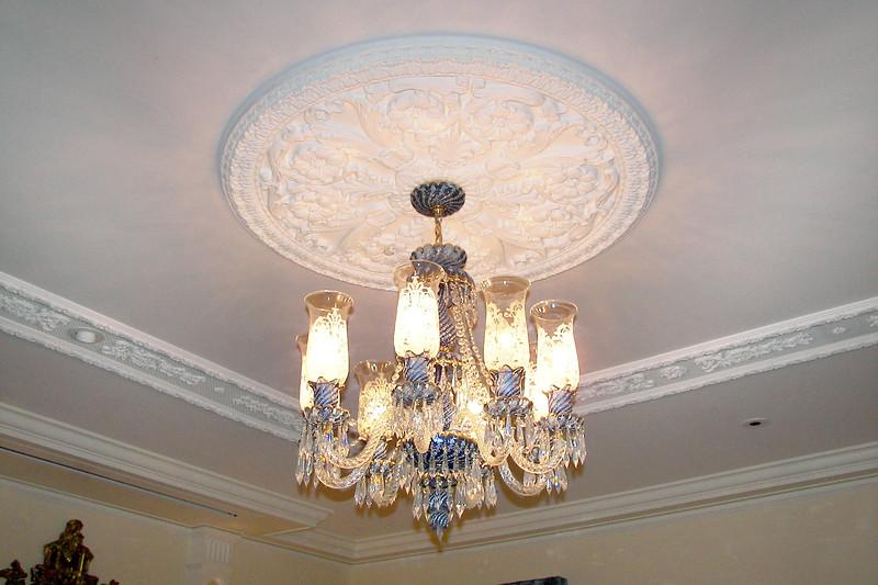 disneyland dream suite 2 living room 3 lighting (1)
