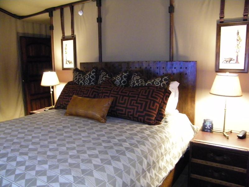 20110602_big_thunder_suite_disneyland_hotel_5 second bedroom (2)