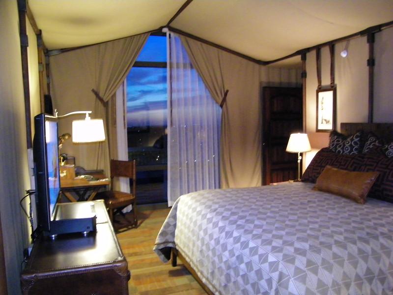 20110602_big_thunder_suite_disneyland_hotel_5 second bedroom (1)