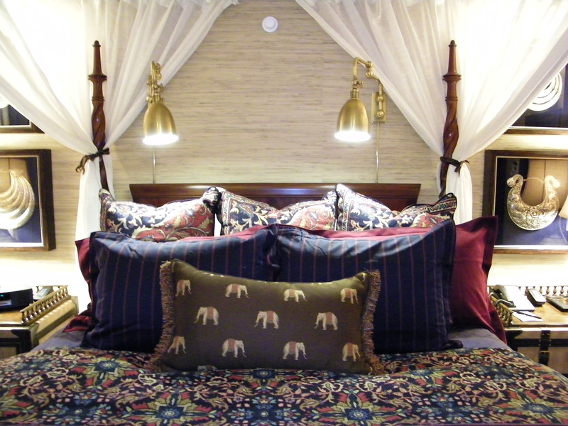 20110602_big_thunder_suite_disneyland_hotel_4 master bedroom (18)