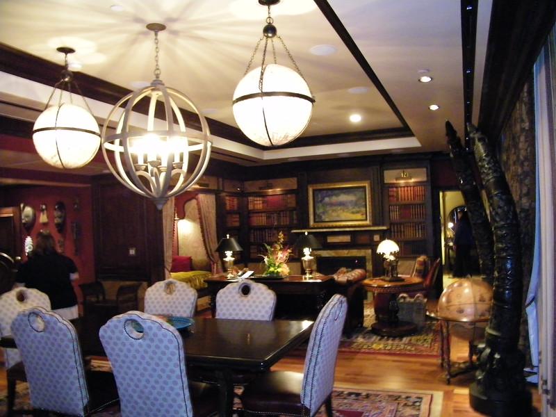 20110602_big_thunder_suite_disneyland_hotel_3_dining room (1)