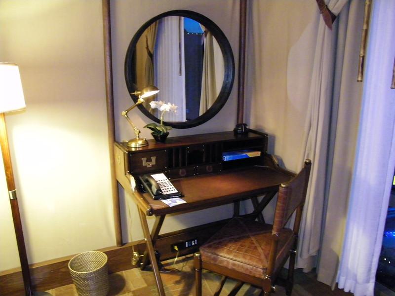 20110602_big_thunder_suite_disneyland_hotel_5 second bedroom (17)