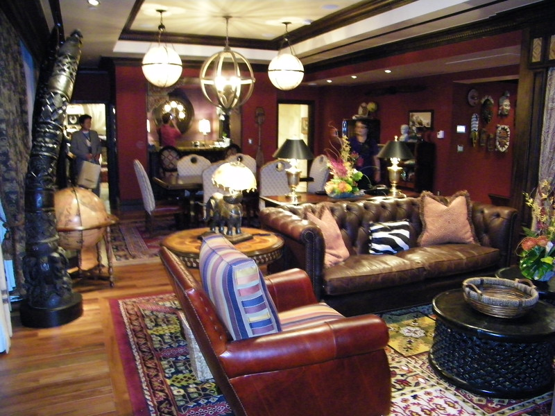 20110602_big_thunder_suite_disneyland_hotel_2_living room (1)