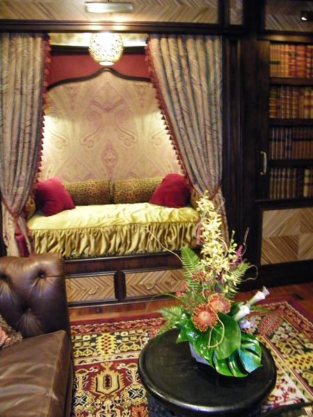 20110602_big_thunder_suite_disneyland_hotel_2_living room (12)