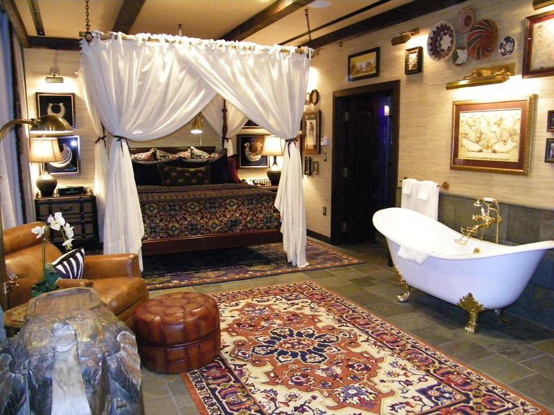 20110602_big_thunder_suite_disneyland_hotel_4 master bedroom (1)