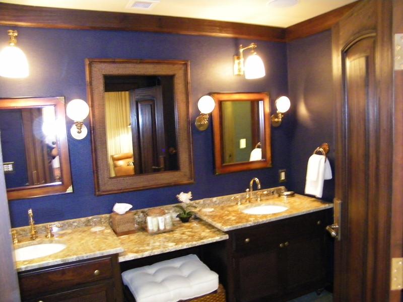 20110602_big_thunder_suite_disneyland_hotel_4 master bedroom (24)