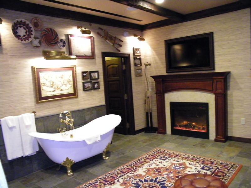 20110602_big_thunder_suite_disneyland_hotel_4 master bedroom (20)