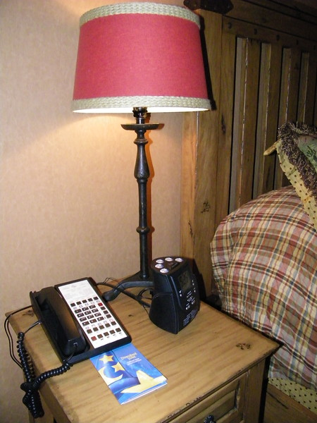 20110602_big_thunder_suite_disneyland_hotel_5_second_bedroom (15)