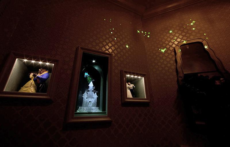 fairy_tale_suite_honeymoon_disneyland_hotel_ (8)