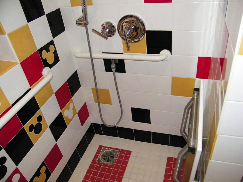 20110602_mickey_mouse_penthouse__disneyland_hotel_5_second_bedroom (20)