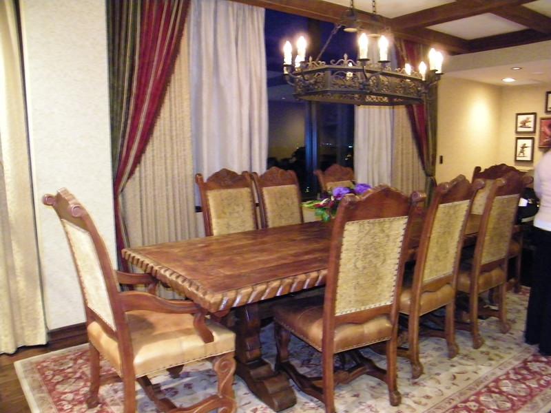 20110602 disneyland hotel pirates of the caribbean suite 2 dining (1)